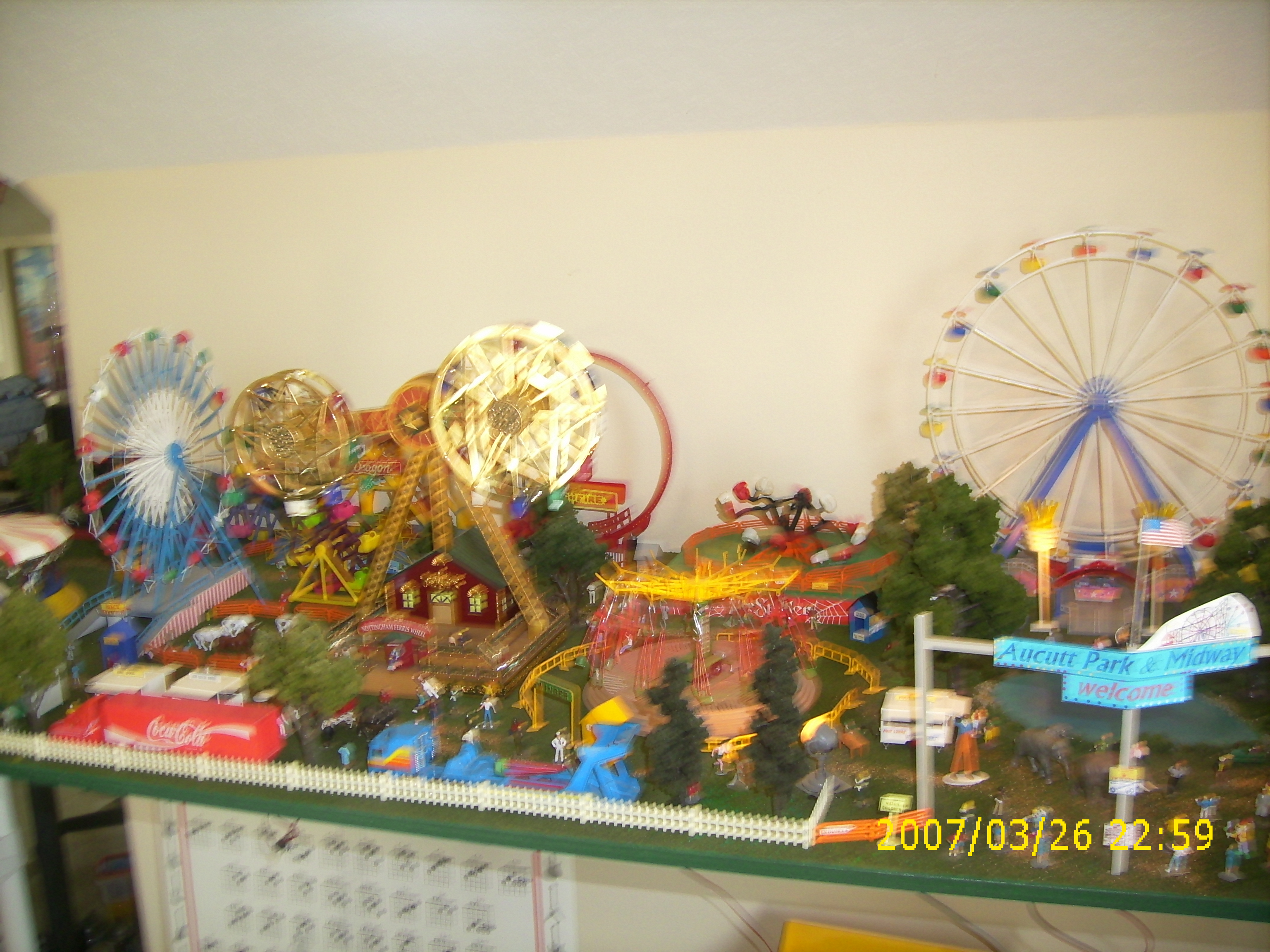 HO Scale Operating Carnival Rides http://mikesmodels.mysite.com/photo3_8.html